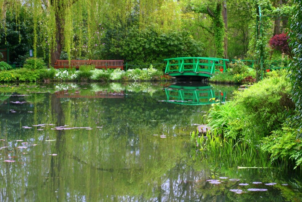 Monet's garden at Giverny, France Photo by Natasha von Geldern, Beautiful Gardens