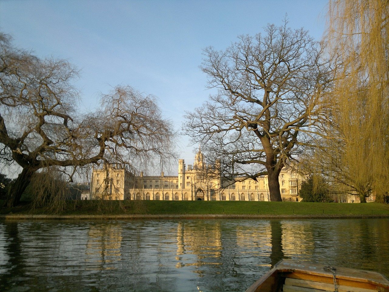 Cambridge University, the best places to study abroad